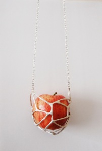 Jelka Quintelier - 2013 - Klokhuis (core) - Apple necklace