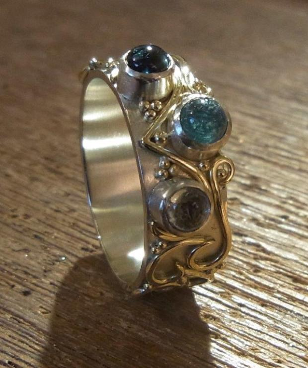 Ring polished and stones set